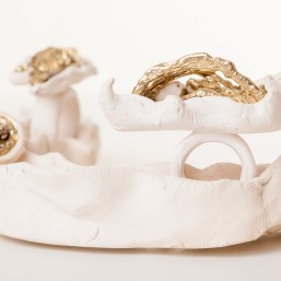 Autorinis žiedas iš keramikos ir žalvario