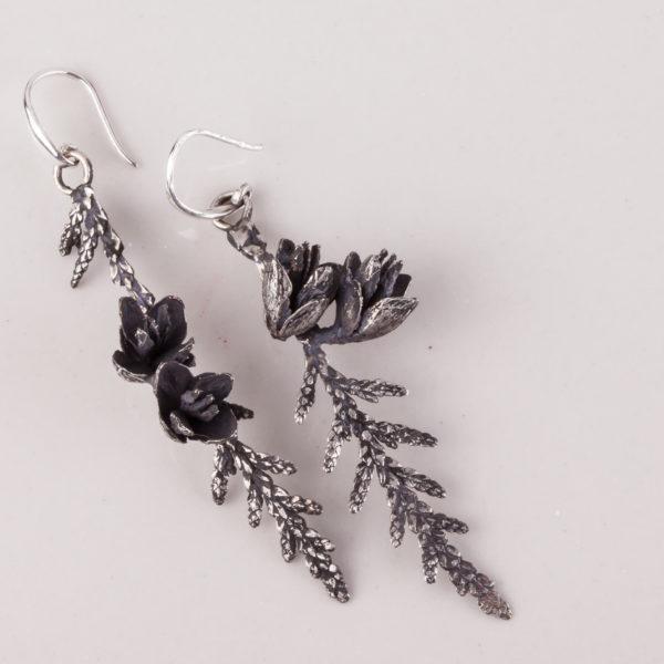 Vienetinisi sidabriniai auskarai - tujos šakelės.