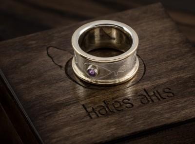 Vienetinis žiedas su ametistu