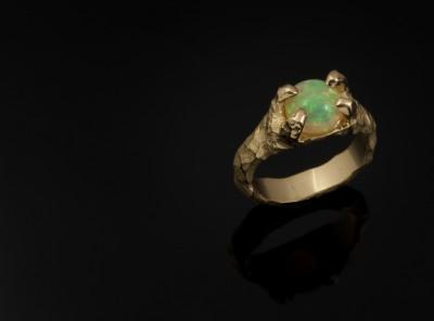 Sužadėtuvių žiedas su opalu