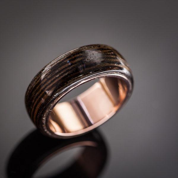 Varinis žiedas su wenge mediena.