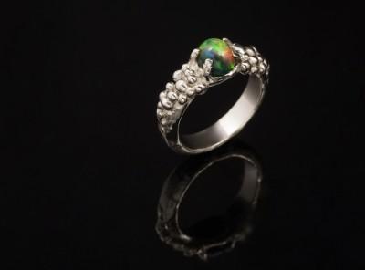 Auksinis sužadėtuvių žiedas su opalu
