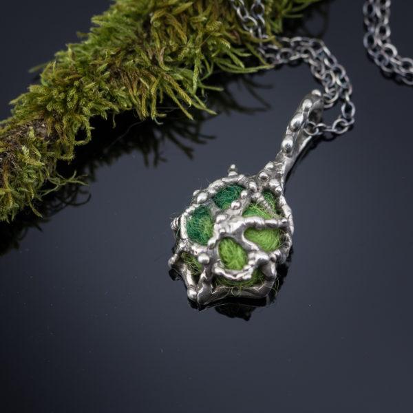Žalias sidabrinis pomanderis.