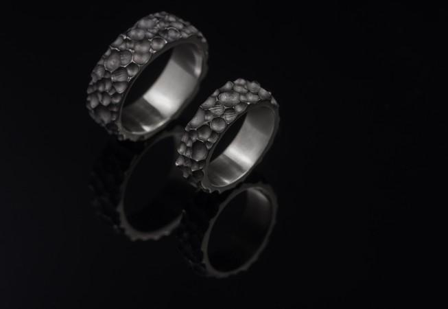 Balto aukso vestuviniai žiedai.