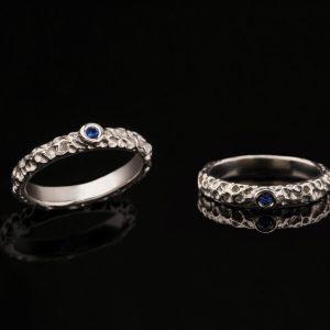 Auksinis žiedas su safyru