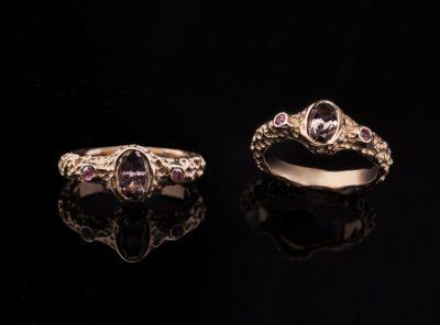 Žiedas su turmalinu ir safyrais