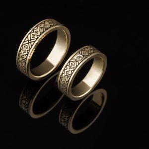 Vestuviniai žiedai su baltų simboliais