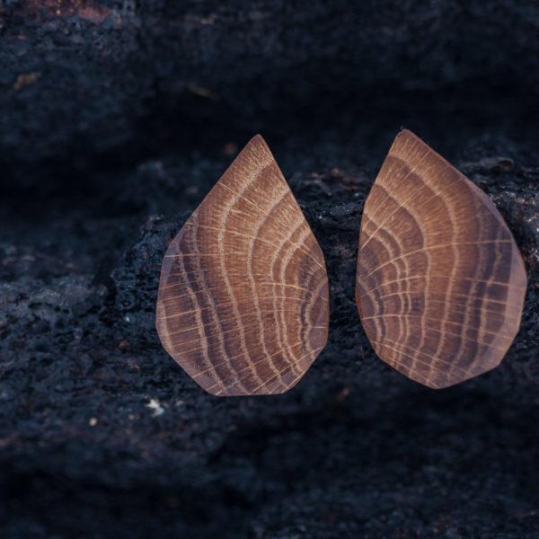mediniai auskarai iš ąžuolo