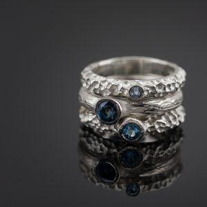 """Žiedų rinkinys """"Trys ežerai"""" su mėlynais topazais"""