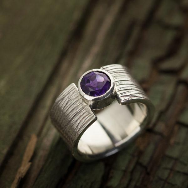 Sidabrinis žiedas su ametistu