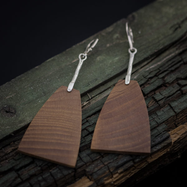 Sidabriniai auskarai su mediena