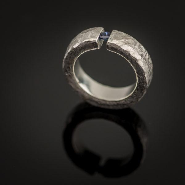 Sidabrinis žiedas su safyru