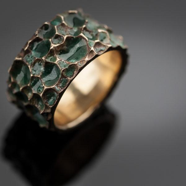 Bronzinis žiedas su emale
